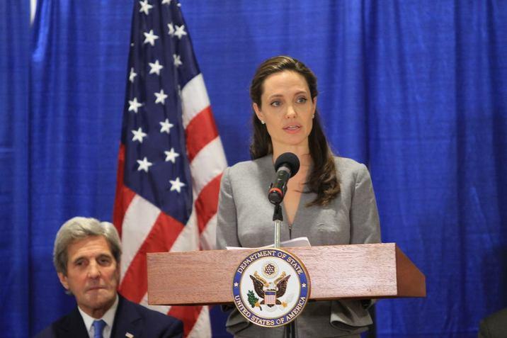 Secretarul de Stat John Kerry şi Angie, reprezentanta Specială a Naţiunilor Unite pentru Refugiaţi