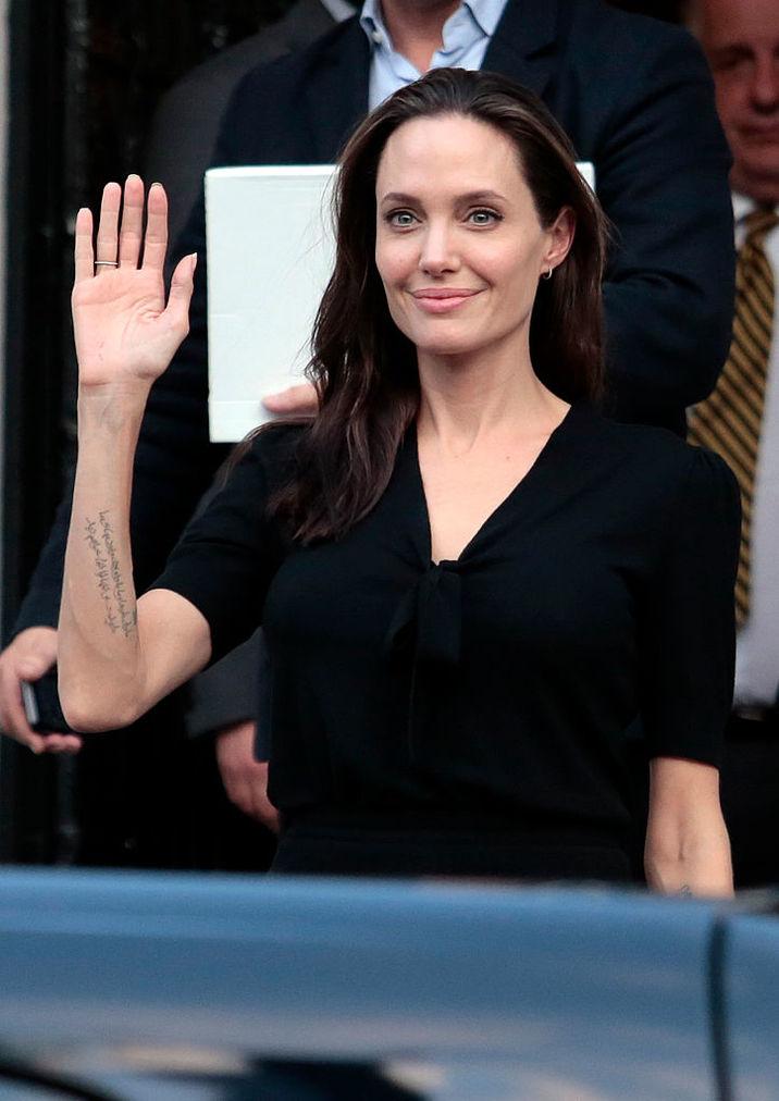 Angelina va fi profesoară pentru un an la două instituţii universitare