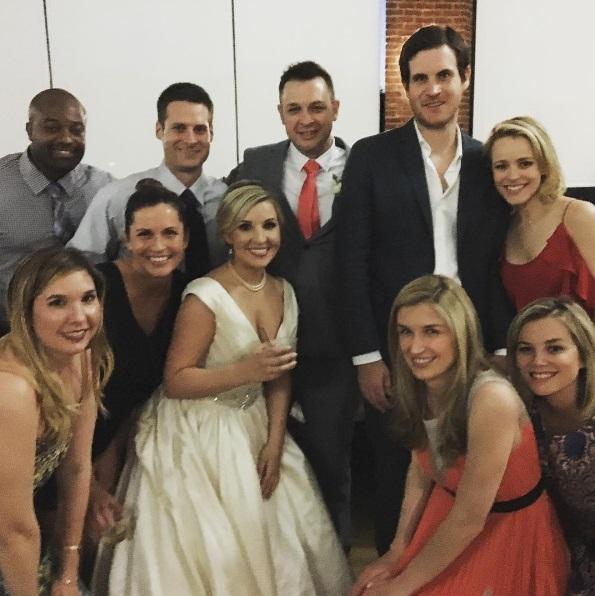La o nuntă a unei prietene, cei doi au apărut ca pereche