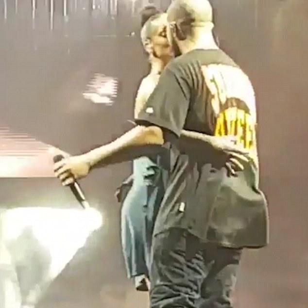 La concertul din Miami - sărutul