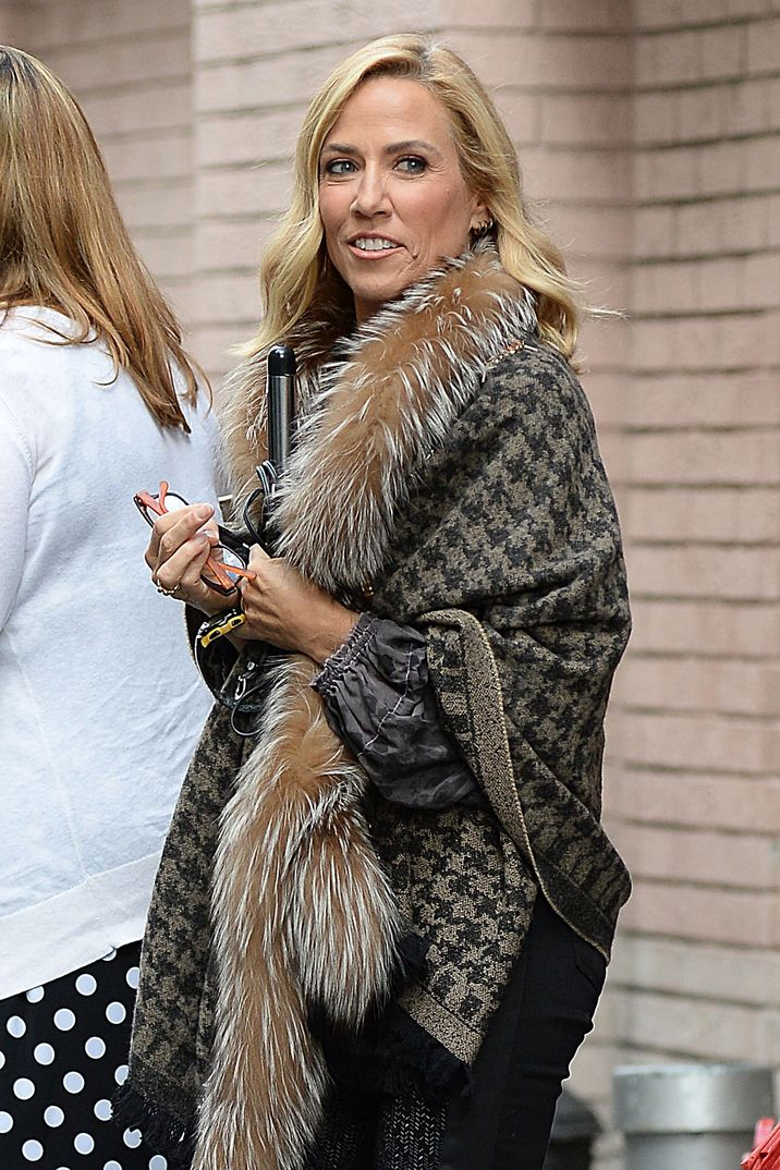 Sheryl Crow made an appearance on 'The View' in New York City on October 3, 2016 FAMOUS PICTURES AND FEATURES AGENCY 13 HARWOOD ROAD LONDON SW6 4QP UNITED KINGDOM tel +44 (0) 20 7731 9333 fax +44 (0) 20 7731 9330 e-mail info@famous.uk.com www.famous.uk.com FAM18231