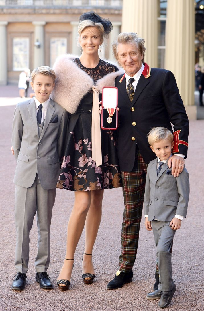 Photo Must Be Credited ©Alpha Press 073074 11/10/2016 Penny Lancaster and Rod Stewart and Sons Alastair and Aiden Investitures At Buckingham Palace London *** No UK Rights Until 7 Days from Picture Shot Date ***