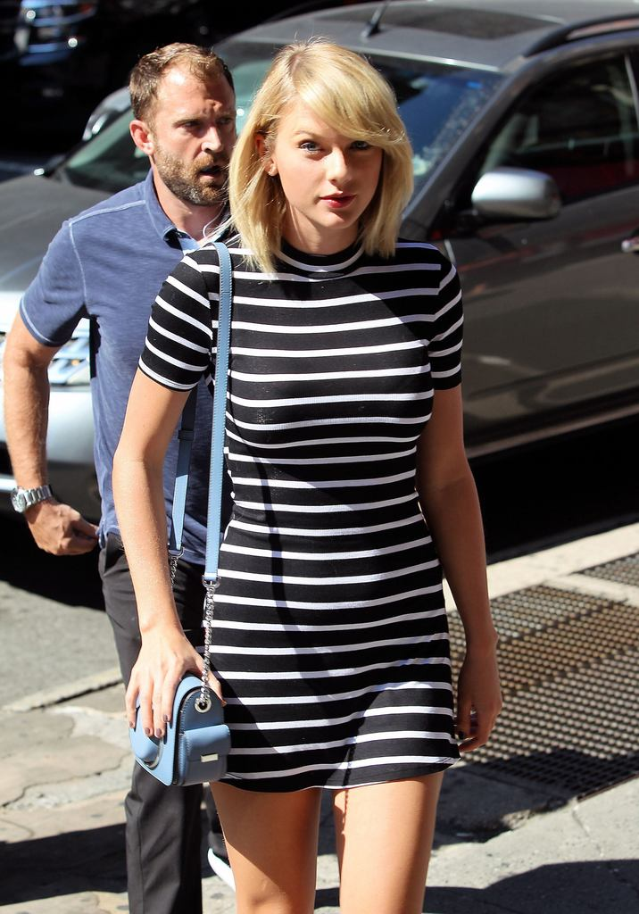 52174331 Singer Taylor Swift is seen leaving her apartment and doing a little bit of shopping at ABC Carpet And Home in New York City, New York on September 14, 2016. Taylor's representatives stated in a recent interview that she is upbeat and not sad after her break-up with Tom Hiddleston. FameFlynet, Inc - Beverly Hills, CA, USA - +1 (310) 505-9876