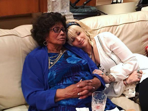 Paris Jackson si Katherine