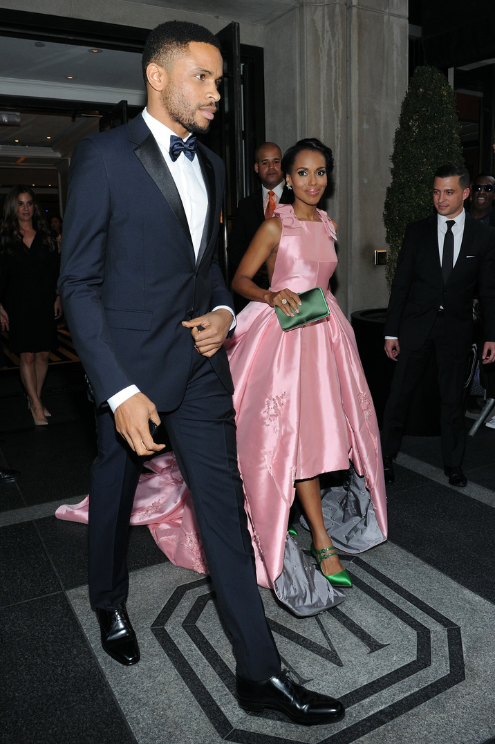 NEW YORK, NY - MAY 04: Kerry Washington (R) and Nnamdi Asomugha depart The Mark Hotel for the Met Gala at the Metropolitan Museum of Art on May 4, 2015 in New York City. (Photo by Andrew Toth/Getty Images for The Mark Hotel)