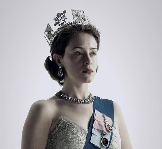 Actriţa Claire Foy joacă rolul lui Elizabeth, prinţesa care urcă pe tron la 25 de ani.