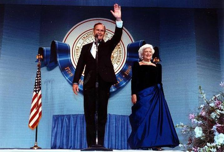 US President George H.W. Bush and first lady Barbara Bush attend an Inaugural Ball at the DC Armory in Washington, D.C., USA on January 20, 1989. Photo by George Bush Presidential Library/MCT/ABACAPRESS.COM  | 175709_022 Washington