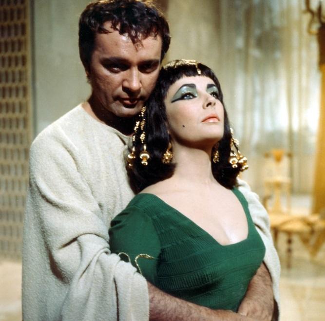 Cleopatra, Legendarul film care i-a adus şi faima, dar şi iubire lui Liz, alături de Richard Burton.