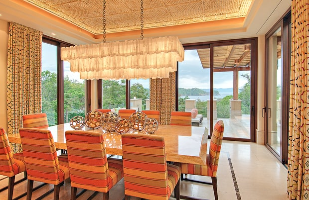 villa-dining-e383798a-9a68-46e7-aaa8-4bdf92d823dd