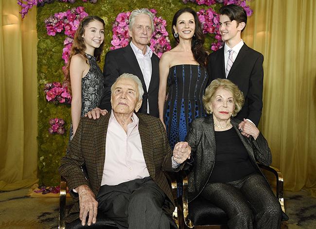 kirk-douglas-100-birthday-family-photo-z