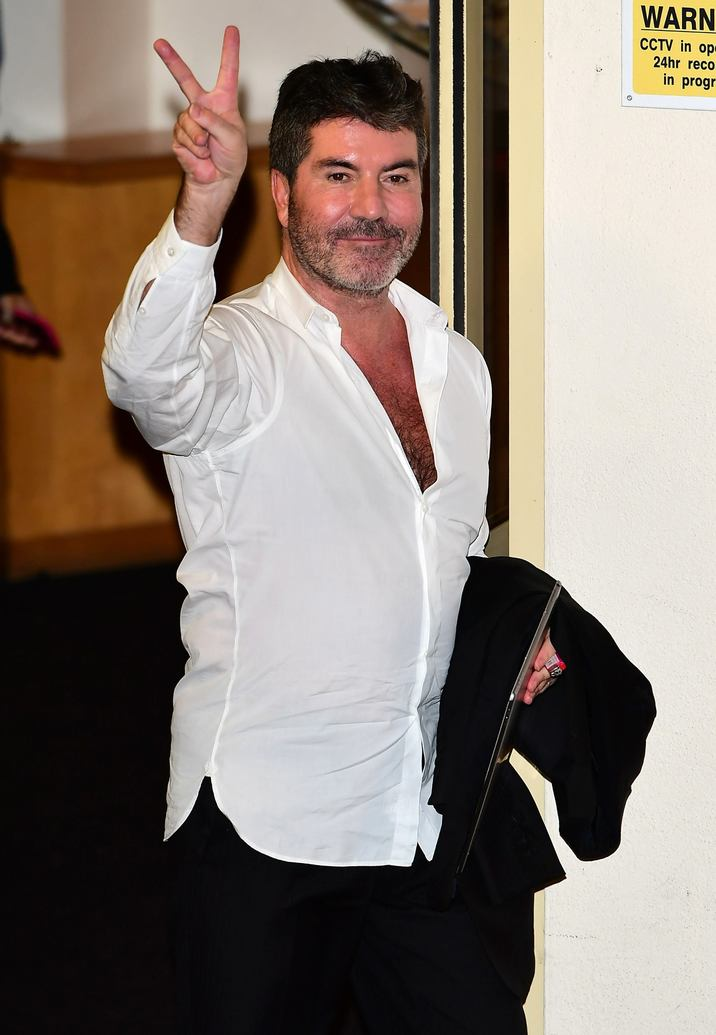 Simon Cowell  beim Verlassen der X Factor Fountain Studios in London / 091016 *** X Factor judges and contestants spotted leaving Fountain Studios In London on October 9, 2016 ***