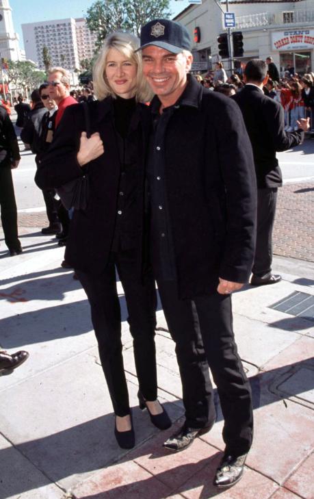 Pe Laura Dern părea c-o iubeşte mult, dar Angelina Jolie le-a spulberat orice viitor împreună.