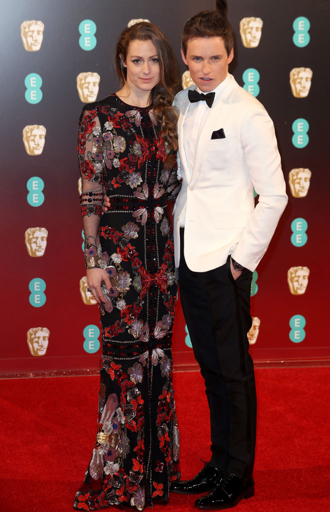 Soţia lui Eddie a purtat o rochie Alexander McQueen.