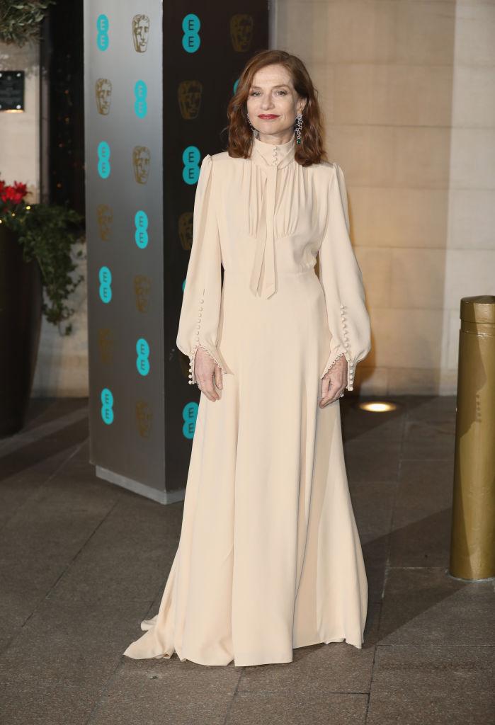 Culoarea rochiei Chloe de inspiraţia anilor 30 nu a avantajat-o.
