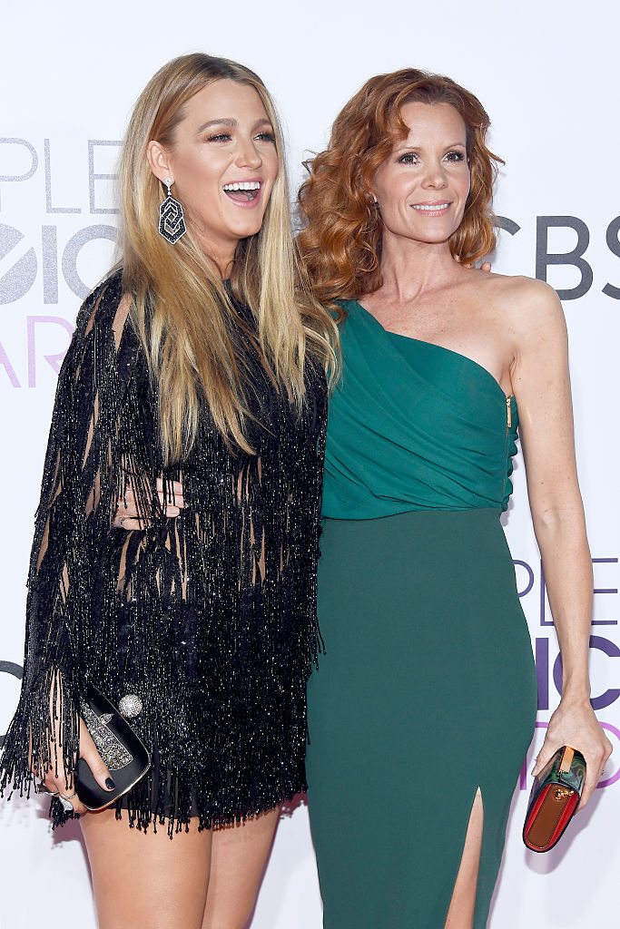LOS ANGELES, CA - JANUARY 18:  Actresses Blake Lively (L) and Robyn Lively attend the People's Choice Awards 2017 at Microsoft Theater on January 18, 2017 in Los Angeles, California.  (Photo by Kevork Djansezian/Getty Images)