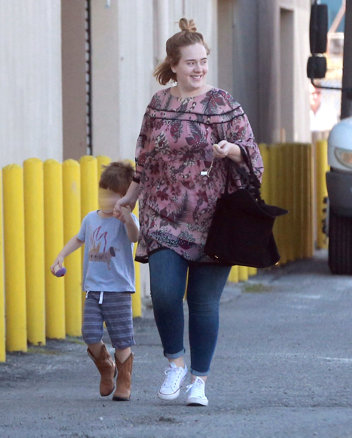 Exclusive... 52268039 Singer Adele, her son Angelo Konecki and her bodyguard stop by Party City to purchase some New Years balloons in Los Angeles, California on December 29, 2016. Rumors are swirling that Adele and her partner Simon Konecki tied the knot on Christmas but she was not seen wearing a wedding ring during the outing. FameFlynet, Inc - Beverly Hills, CA, USA - +1 (310) 505-9876