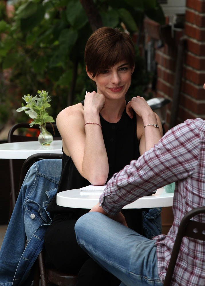 Anne Hathaway on the set of 'Song One' in Brooklyn, New York City - 06 June 2013 FAMOUS PICTURES AND FEATURES AGENCY 13 HARWOOD ROAD LONDON SW6 4QP UNITED KINGDOM tel +44 (0) 20 7731 9333 fax +44 (0) 20 7731 9330 e-mail info@famous.uk.com www.famous.uk.com FAM48887