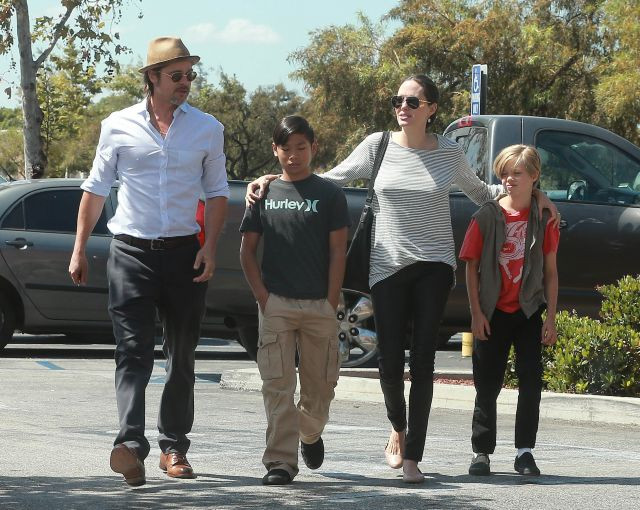 Exclusive... 51795572 Happy couple Brad Pitt and Angelina Jolie take their sons Shiloh and Pax shopping at a Toys R Us in Glendale, California on July 10, 2015. FameFlynet, Inc - Beverly Hills, CA, USA - +1 (818) 307-4813 RESTRICTIONS APPLY: NO USA