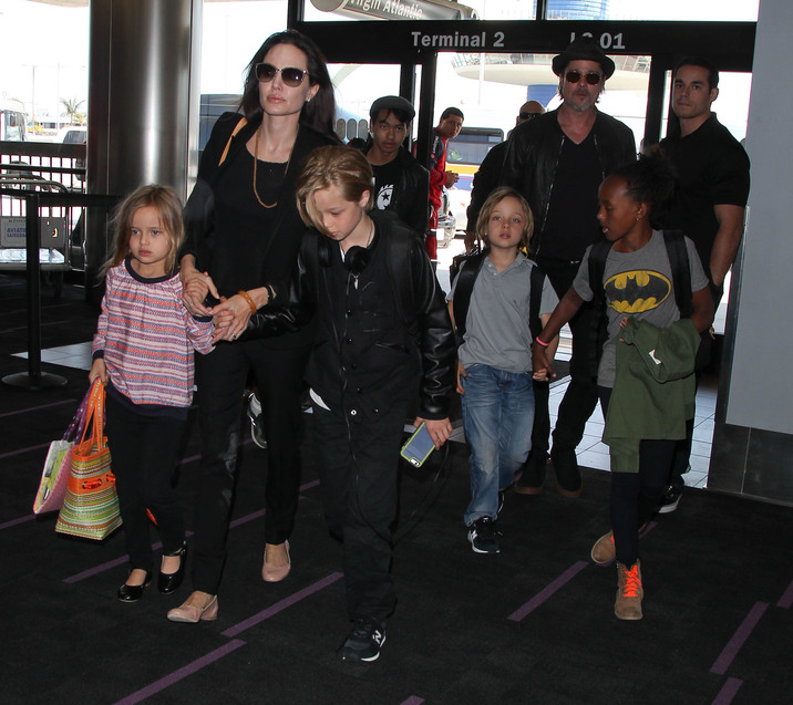 51765846 Couple Brad Pitt and Angelina departing on a flight with their kids Maddox, Pax, Zahara, Shiloh, Vivienne and Knox at LAX airport in Los Angeles, California on June 6, 2015. Couple Brad Pitt and Angelina departing on a flight with their kids Maddox, Pax, Zahara, Shiloh, Vivienne and Knox at LAX airport in Los Angeles, California on June 6, 2015. Pictured: Brad Pitt, Angelina Jolie, Maddox Jolie-Pitt, Pax Jolie-Pitt, Zahara Jolie-Pitt, Shiloh Jolie-Pitt, Vivienne Jolie-Pitt, Knox Jolie-Pitt FameFlynet, Inc - Beverly Hills, CA, USA - +1 (818) 307-4813
