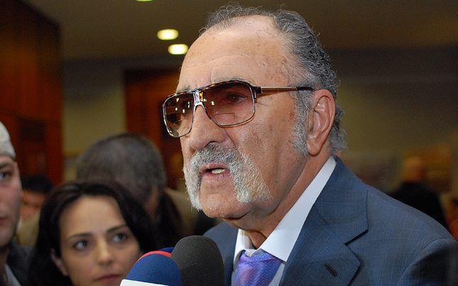 Bărbaţi celebri care poartă mustaţă Ion Tiriac