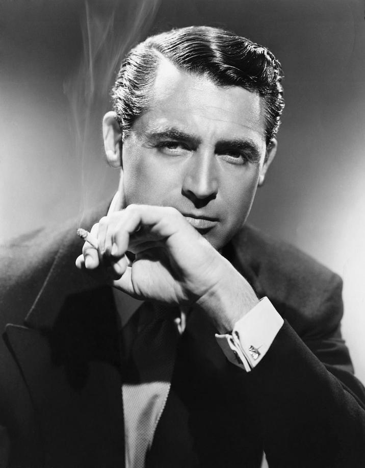Cary Grant ar fi vânat nazişti prin culisele hollywoodiene. Asta îl face şi mai sexy, nu?