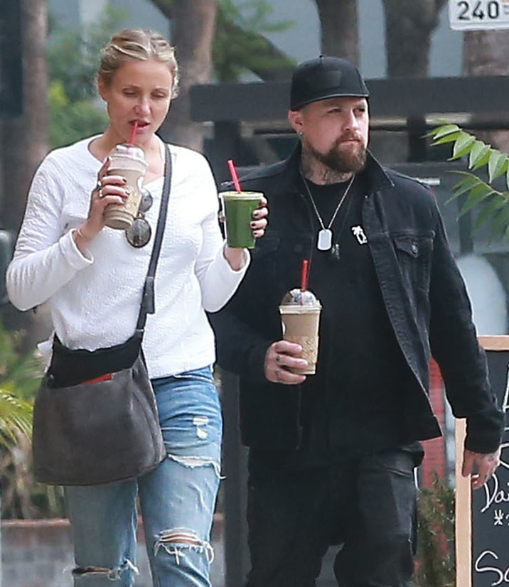 Exclusive... 52171951 Couple Cameron Diaz and Benji Madden stop for some organic juice at the Royalty Juice Bar in Studio City, California on September 12, 2016. Cameron who is starting to look really old must be trying to get some of her youthful beauty back with fresh organic juice. FameFlynet, Inc - Beverly Hills, CA, USA - +1 (310) 505-9876