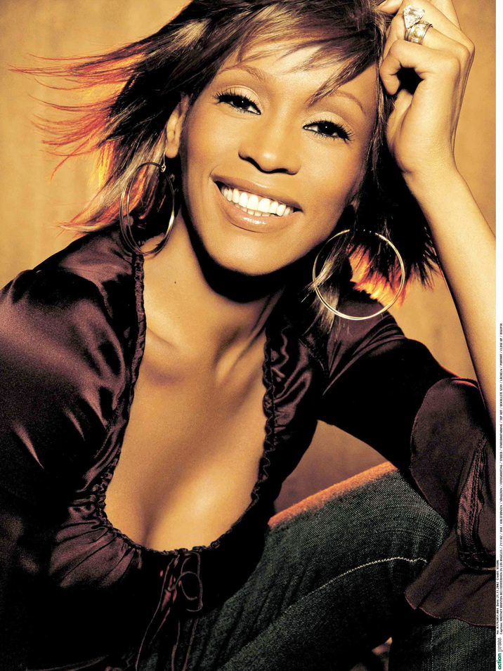 WHITNEY HOUSTON BEI FOTOTERMIN IN LOS ANGELES / 211102 / USA / KALIFORNIEN / SÄNGERIN / FOTOSHOOTING / STUDIO / STUDIOAUFNAHME / TOP ROT / DEKOLLETE SEXY / LÄCHELN / PORTRÄT / DIGIPIX PicNr:#07792051.000004# action press/VISUAL