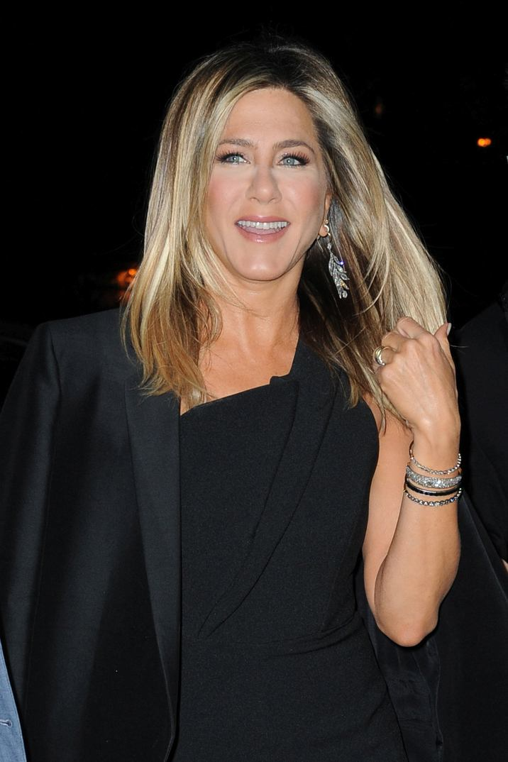 Jennifer Aniston attending the Paramount Pictures screening of 'Office Christmas Party' at Landmark Sunshine Cinema on December 5, 2016 in New York City. FAMOUS PICTURES AND FEATURES AGENCY 13 HARWOOD ROAD LONDON SW6 4QP UNITED KINGDOM tel +44 (0) 20 7731 9333 fax +44 (0) 20 7731 9330 e-mail info@famous.uk.com www.famous.uk.com FAM11981