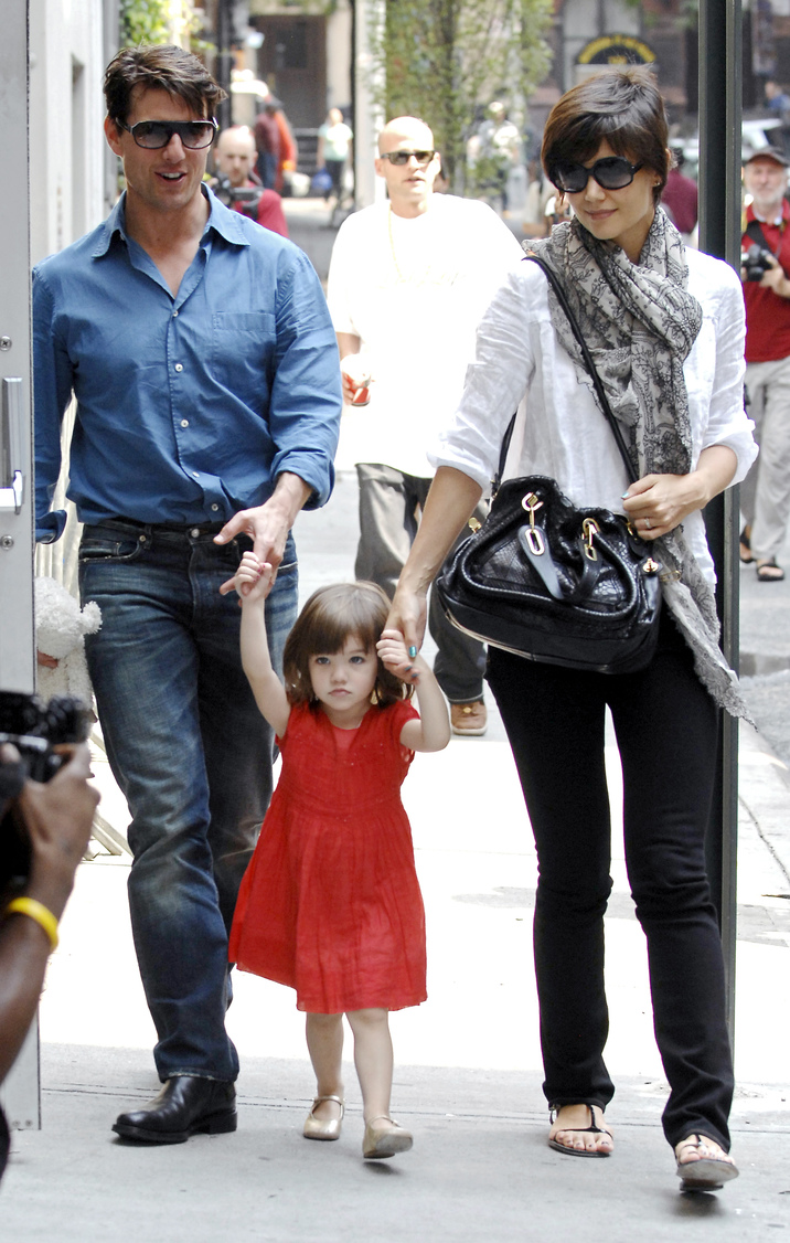 Tom Cruise, Katie Holmes and their daughter Suri are out and about in Manhattan, New York, NY, USA on August 15 2008. Photo by Antoine Cau/ABACAUSA.COM   160918_04