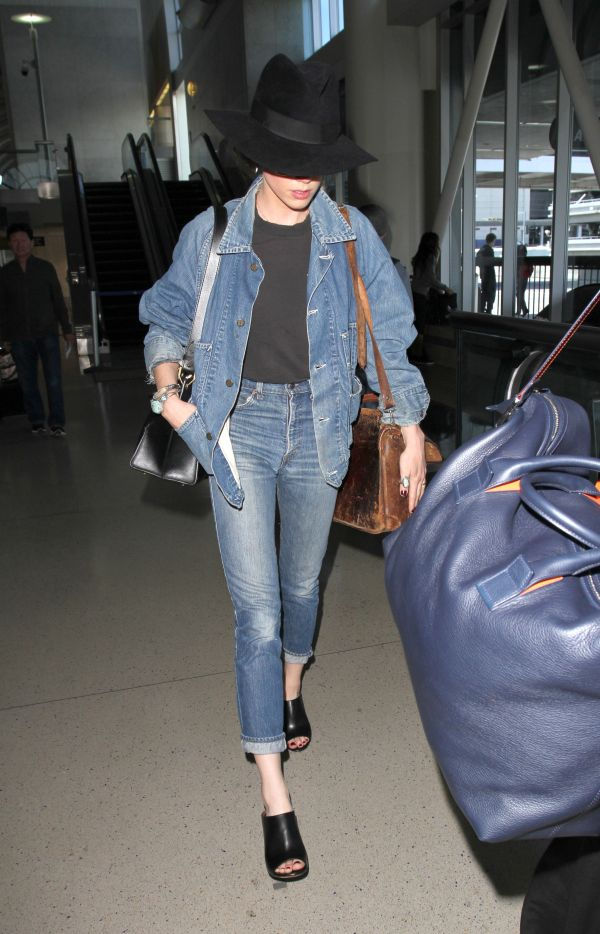 Amber Heard arrives at Los Angeles International Airport (LAX) Featuring: Amber Heard Where: Los Angeles, California, United States When: 06 May 2016 Credit: WENN.com