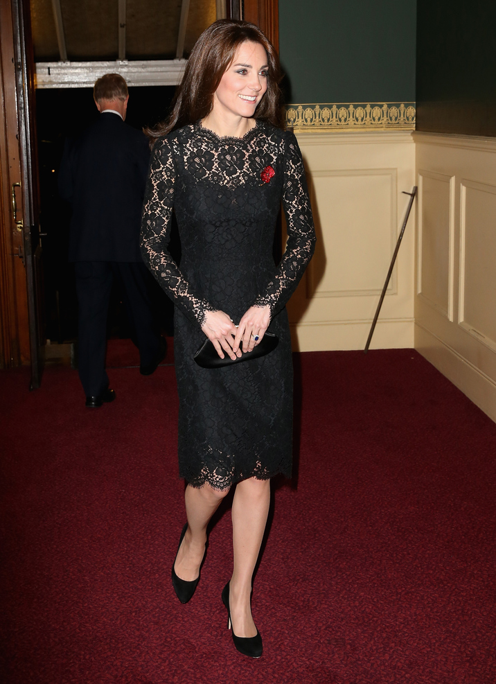 LONDON, ENGLAND - NOVEMBER 07:  Catherine, Duchess of Cambridge arrives at the Royal Albert Hall for the Annual Festival of Remembrance on November 7, 2015 in London, England.  (Photo by Chris Jackson - WPA Pool/Getty Images)