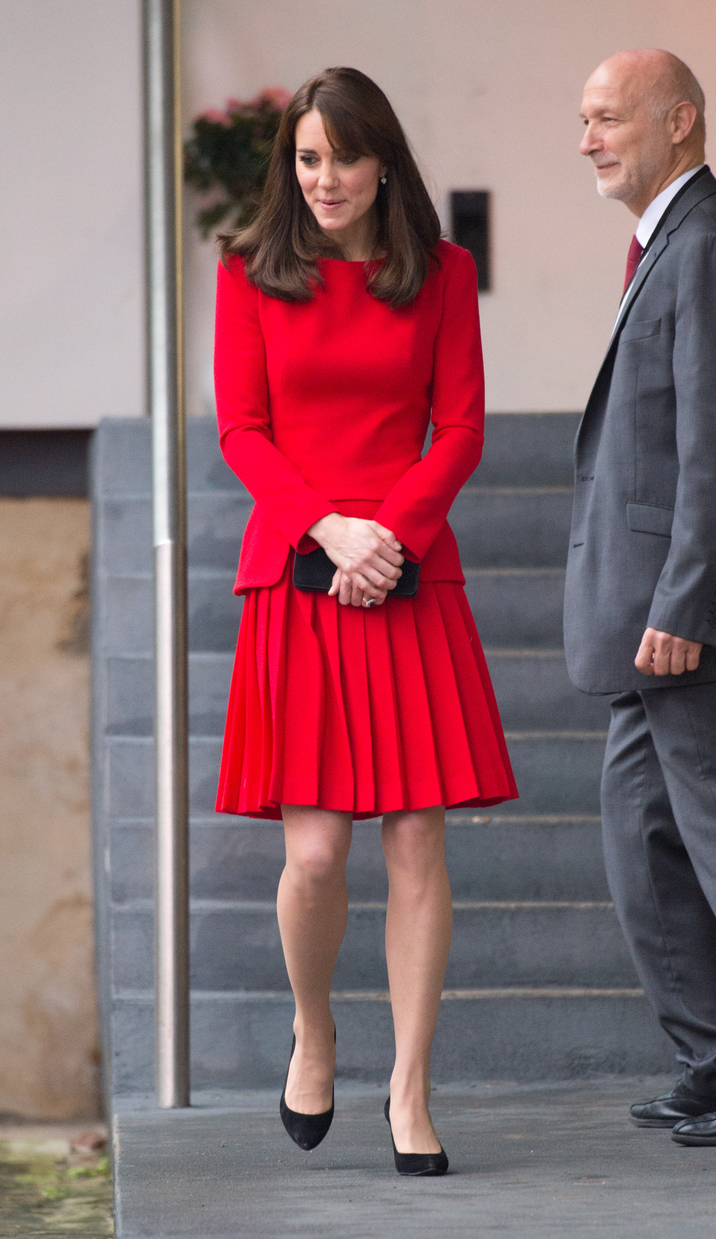 LONDON, ENGLAND - DECEMBER 15:  Catherine, Duchess of Cambridge, wearing a red Alexander McQueen dress, attends the Anna Freud Centre Family School Christmas Party at the Anna Freud Centre on December 15, 2015 in London, England. (Photo by Anwar Hussein/WireImage)