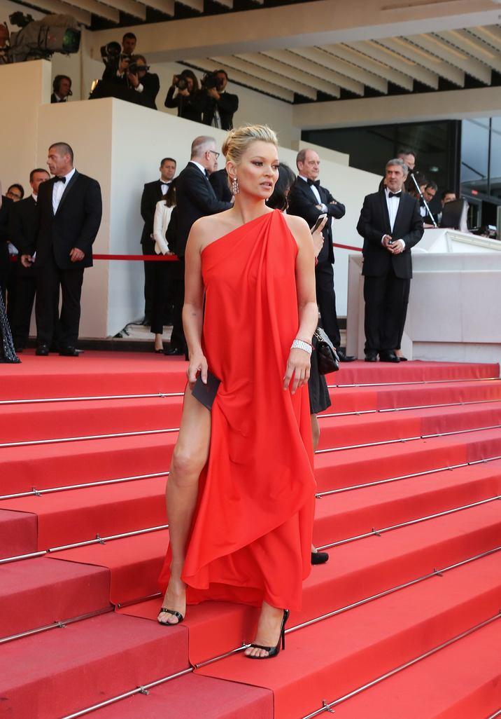 """Kate Moss - Montée des marches du film """"Loving"""" lors du 69ème Festival International du Film de Cannes. Le 16 mai 2016. © Borde-Jacovides-Moreau/Bestimage Red carpet for the movie """"Loving"""" during the 69th Cannes International Film festival. On may 16th 2016"""