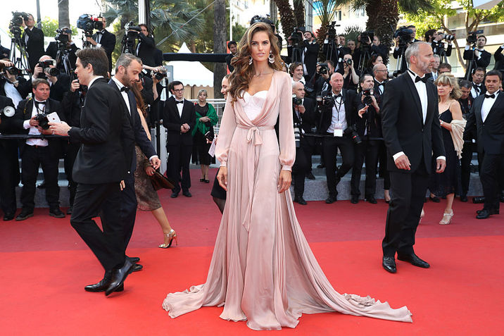 "CANNES, FRANCE - MAY 17:  Izabel Goulart attends the ""Julieta"" premiere during the 69th annual Cannes Film Festival at the Palais des Festivals on May 17, 2016 in Cannes, France.  (Photo by Andreas Rentz/Getty Images)"