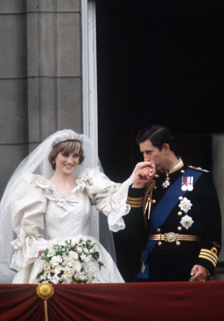 LONDON, UNITED KINGDOM - JULY 29:  Prince Charles And Princess Diana On The Balcony Of Buckingham Palace On Their Wedding Day.  (Photo by Tim Graham/Getty Images)