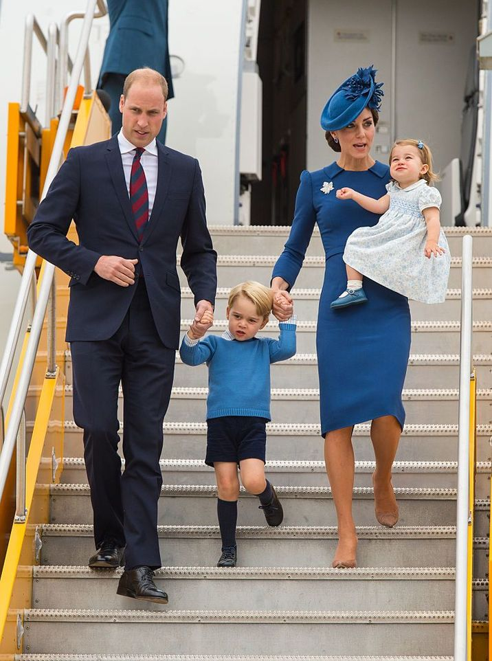 VICTORIA, BC - SEPTEMBER 24:   Prince William, Duke of Cambridge, Catherine, Duchess of Cambridge, Prince George of Cambridge and Princess Charlotte of Cambridge arrive at 443 Maritime Helicopter Squadron near Victoria international airport on September 24, 2016 in Victoria, Canada.  (Photo by Dominic Lipinski-Pool/Getty Images)