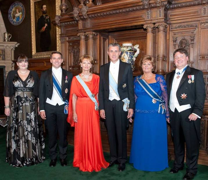 Principesa Moştenitoare şi Principele Radu, alături de Principele Nicolae şi sora lui, Elisabeta, Principesa Elena şi soţul acesteia, Alexander Nixon.