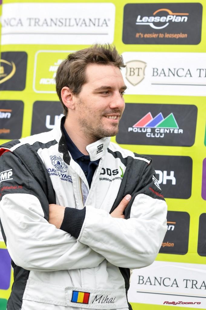 Nicolae e pasionat de ciclism, aviaţie şi sporturile cu motoare turate.