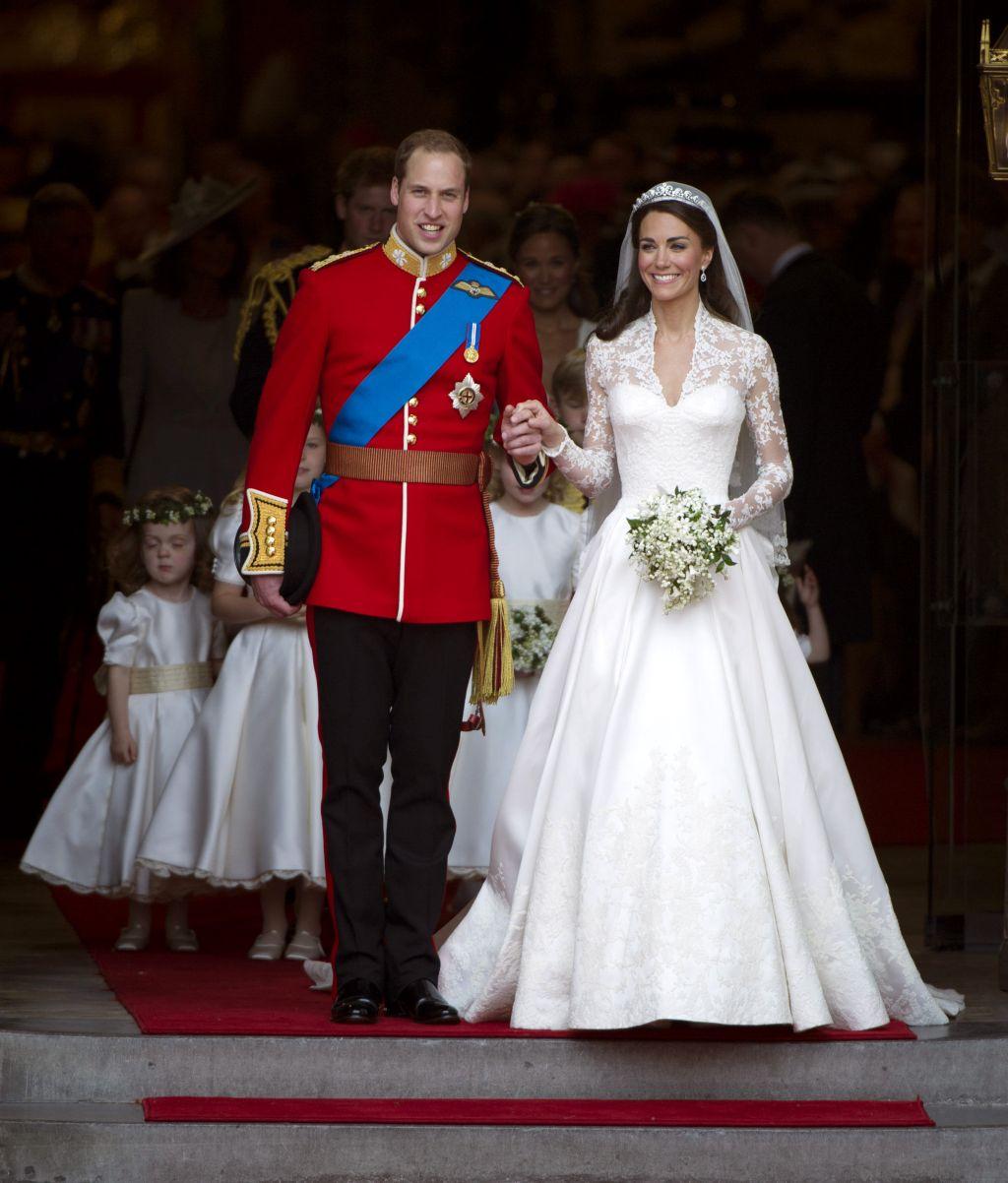 Casa Regală A Contactat Această Casă De Modă Pentru A I Face Rochia