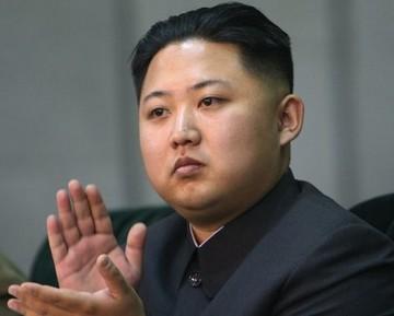 Kim Jong-Un si-a ucis cu cruzime unchiul! L-a dezbracat si l-a aruncat intr-o cusca plina cu 120 caini infometati, care l-au mancat de viu!