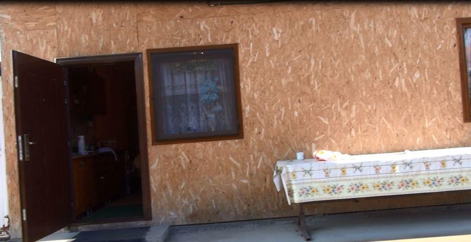 VIDEO exclusiv! Uite in ce baraca sta femeia care i-a daruit lui Nicolae Guta patru copii! Dupa 22 de ani traiti cu manelistul, Mariana locuieste in conditii mizere pe malul Jiului, in timp ce solistul se lafaie in palat!