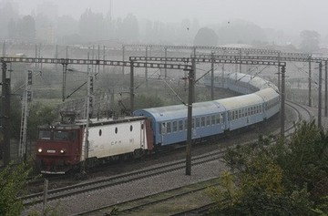 Locomotiva unui tren pe ruta Huedin - Cluj-Napoca a deraiat după ce a lovit o cireadă de vite