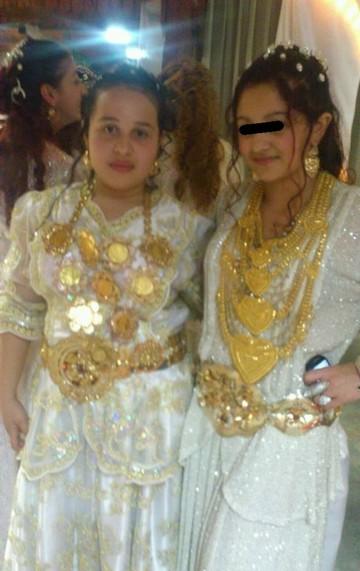 """Viata fabuloasa a lui Beyonce, fiica milionarului Puiu Englezu'! Are salba cat tot pieptul, centura de aur, spala covoare cu furtunul si poarta papuci """"Caannel"""""""