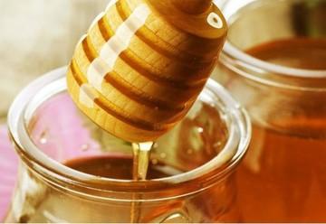 De ce sa bei in fiecare dimineata apa cu miere! Iata ce minuni face pentru tine!