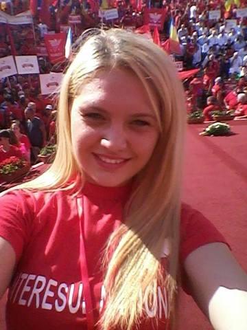 FOTO! Elena Udrea e istorie! Blonda de la UNPR are 20 de ani si face deja senzatie pe holurile Parlamentului! Cum arata vicepresedinta studentilor din partidul lui Gabriel Oprea