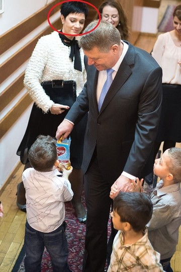 Ea e femeia care a stat in spatele lui Basescu, iar acum e langa Iohannis! Cine e si cum arata sefa de Protocol de la Palatul Cotroceni