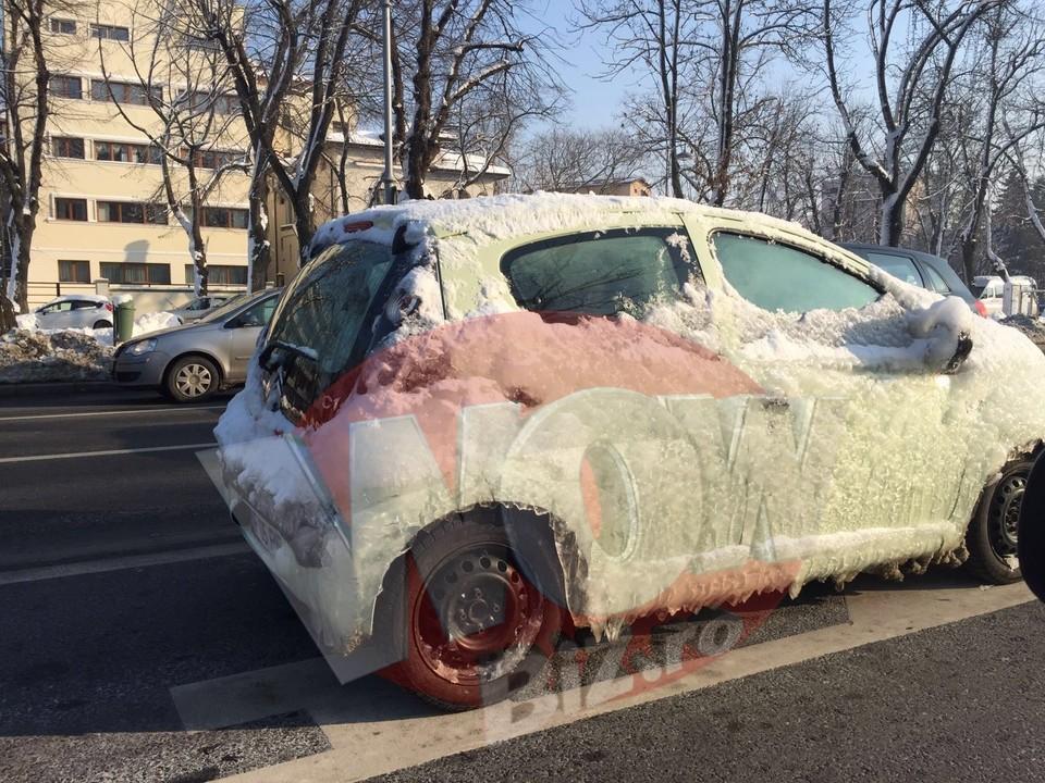 Imaginea iernii in Bucuresti! Uite cum a putut sa iasa o soferita cu masina in trafic