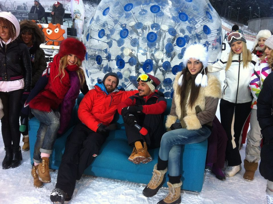 Razvan si Lidia Buble au plecat impreuna la munte! N-au avut pic de jena si s-au afisat public! Imaginile cu ei au aparut si la TV!