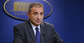 Are salariu de peste 12.000 de euro, dar prim-viceguvernatorul BNR mai primeste si cadouri! Florin Georgescu a cedat Bancii Nationale doua sampanii de colectie!