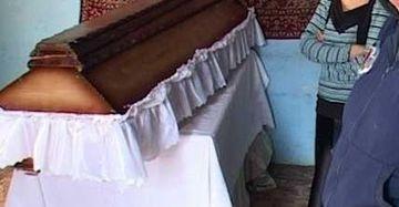 Caz socant la Flamanzi! Un barbat a cedat psihic si s-a spanzurat la priveghiul sotiei sale